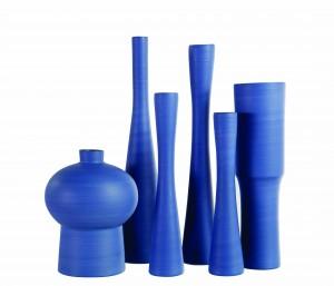 Ensemble de vases et flûtes en céramique façonnés à la main, collection Les Contemporains, H de 32 à 63 cm,  à partir de 202 €, Roche Bobois www.roche-bobois.com