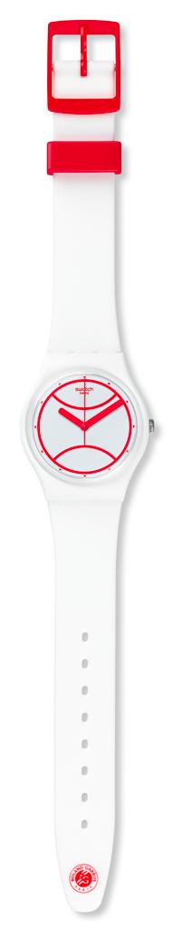 Edition spéciale 2015, Montre Hit the Line avec bracelet en silicone, 50 €, Swatch. www.shop.swatch.com/fr